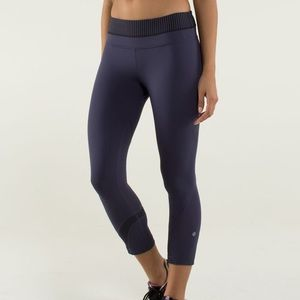RARE Lululemon Run: Inspire Crop II